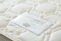 ベッドは全室シモンズ社製のマットレスを使用