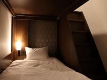 バンクツイン [2段ベッド×1] 階段で上段へ