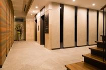 エントランスからはエレベーターで直接客室フロアへアクセスできます(カードキー制御で安心)