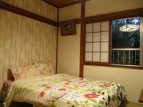 和室にあるダブルベッド