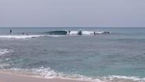 手広ビーチでサーフィン