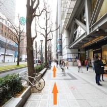 ②7番出口を上がったらOPA様を右手に車と同じ方向に直進!