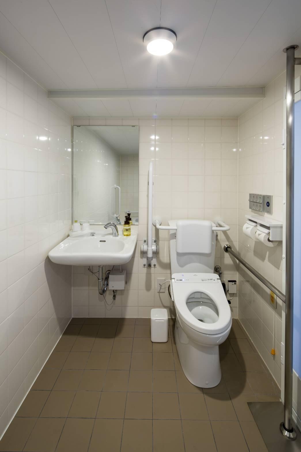 ユニバーサルルームのバスルーム