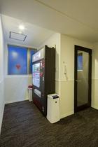 9階の自動販売機と喫煙場所