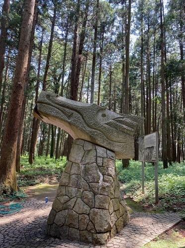 森林公園 龍のオブジェ 口から水を出す