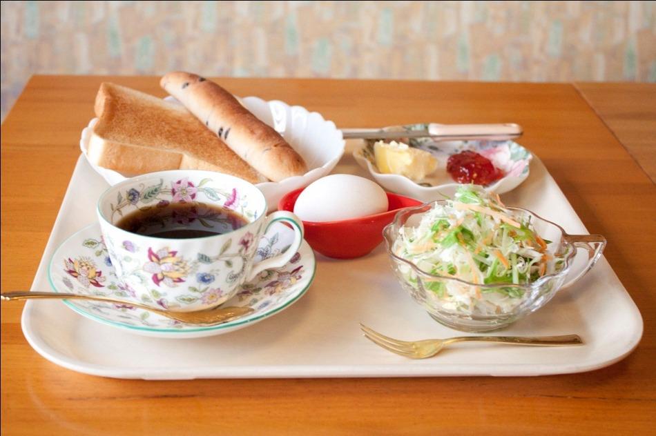 モーニング(朝食)です。朝7時半〜10時の間にお召し上がり下さいませ。