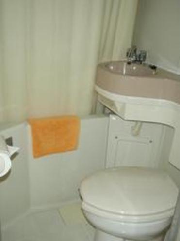 バスルームです。歯ブラシ、シャンプー、髭剃り等も備え付けております。
