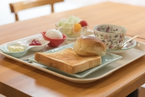 モーニング(朝食)です。朝7時半~10時の間にお召し上がり下さいませ。
