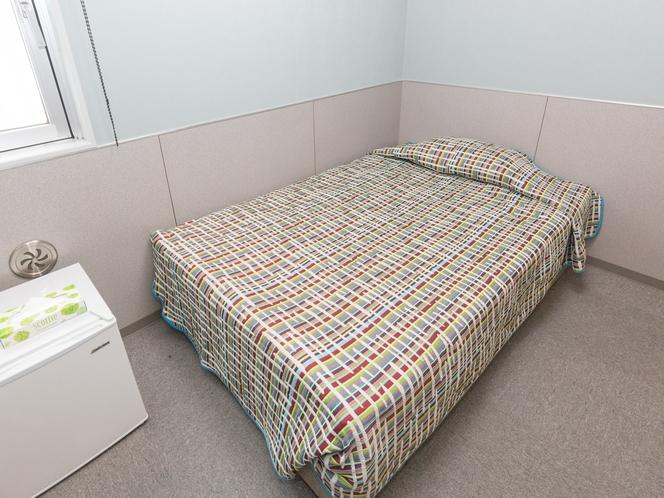 シングルルーム(玄武)。シングルルーム。ゆったりセミダブルベッドで快適。