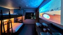 ・バンクベッドルーム/大画面で撮影画像や映画鑑賞が可能です。