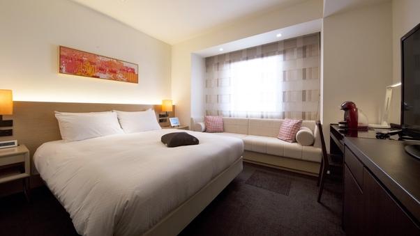 【大きなベッドとソファ付】デラックスダブルルーム2名利用