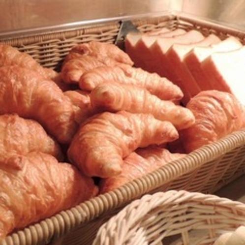 食パンやクロワッサンなどのご用意。トースターのご用意もございます。