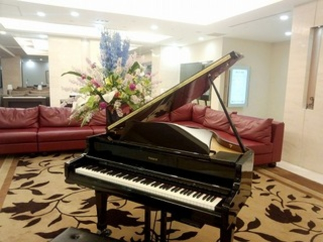 ロビー自動演奏ピアノ