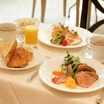 レストラン【朝食 】
