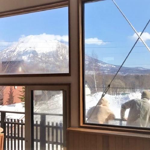 窓からの羊蹄山