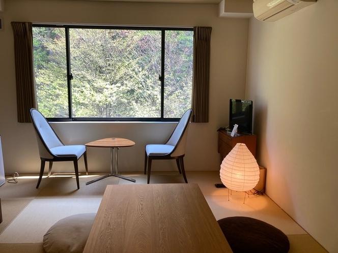 窓に広がる緑をお楽しみいただけるお部屋です。