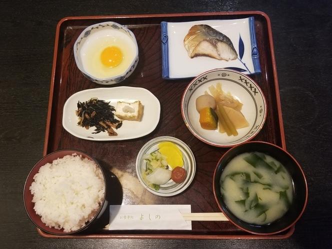 和朝食一例 690円