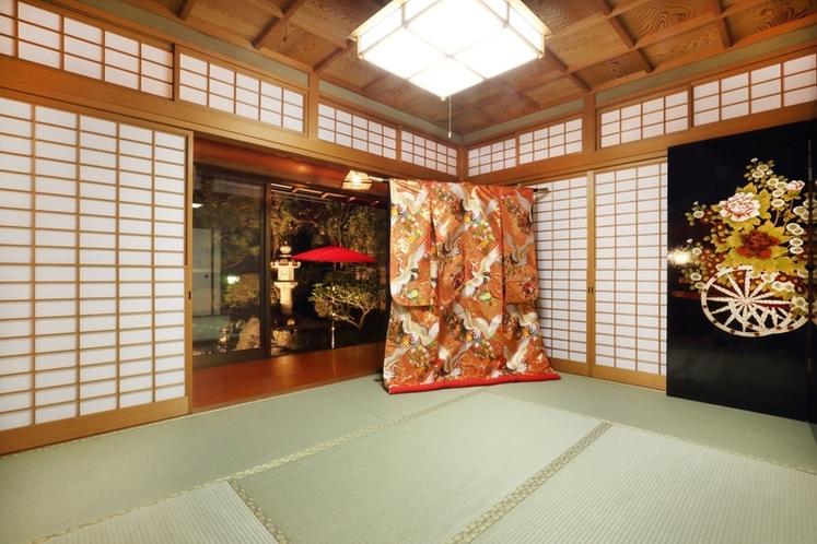 色打掛が飾られた和室