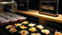【あんしんブッフェ・お食事一例】海老と雑穀のサラダ