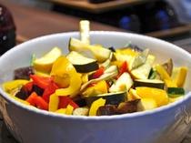 【夕食ブッフェ】彩り豊かな野菜を使ったヘルシーメニュー(一例)