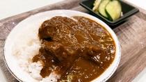 【あんしんブッフェ・お食事一例】人気の山ぶどうカレーと本日のお漬物2