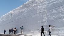 【雪の回廊】鮮やかな青空と真っ白な雪が生み出す美しい自然のコントラスト