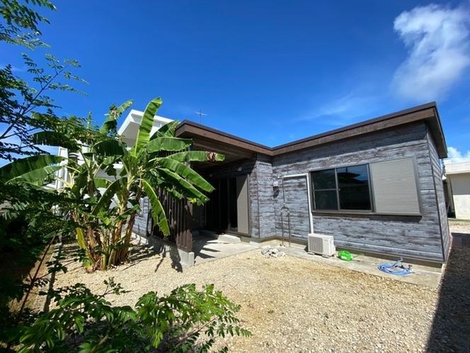 広い庭付きの木造平屋の一件家