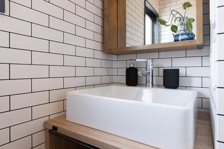 洗面台もデザイナー仕様です