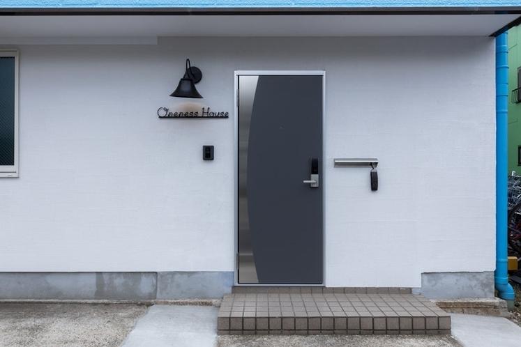 玄関ドアは暗証番号で開閉できます