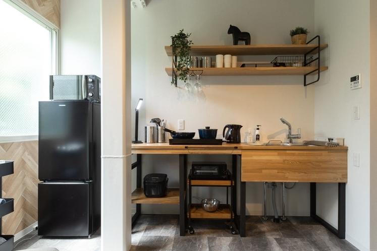 IHクッキングヒーター、食器類、冷蔵庫、電子レンジ、トースターなど揃っています