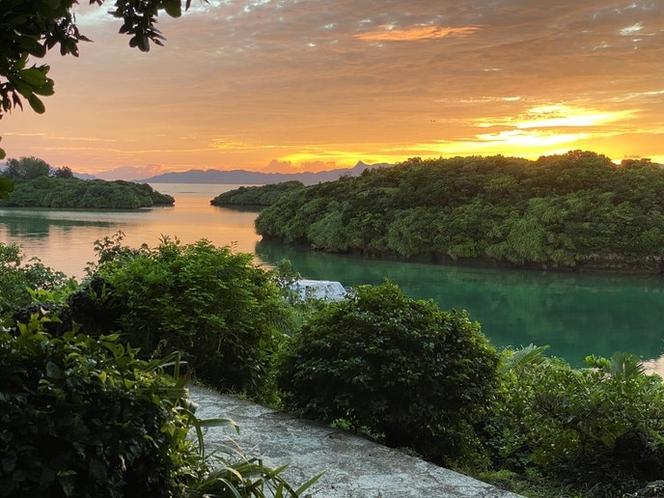 朝焼けの川平湾