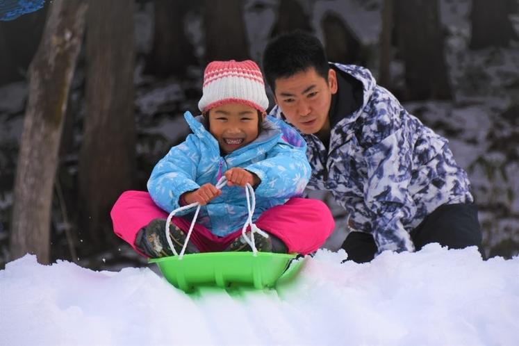 冬遊び道具ソリ1