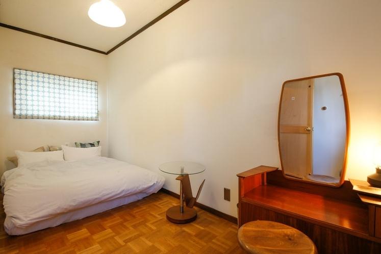 寝室1(ダブルベッド×1)