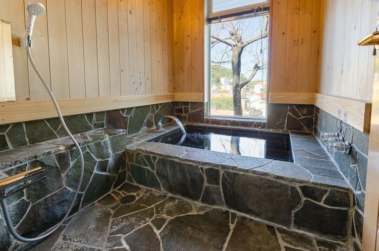 石造りの浴槽