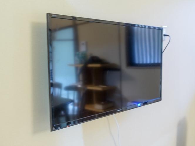 壁掛けテレビを設置しています