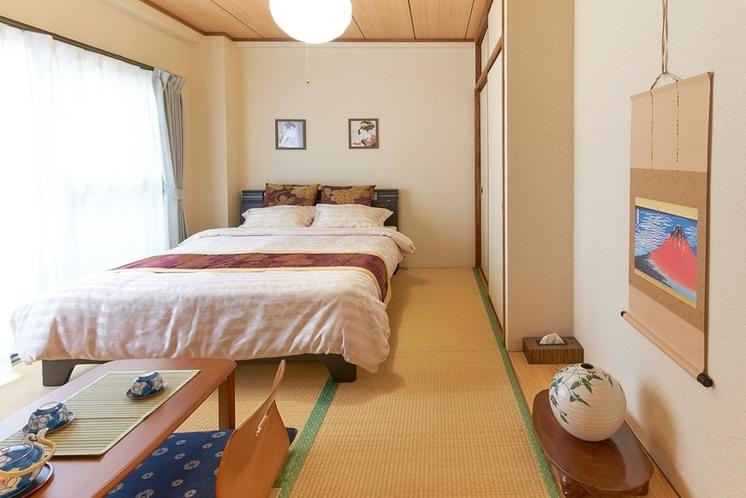 落ち着いた雰囲気の和室です。ダブルベッド(幅140cm)