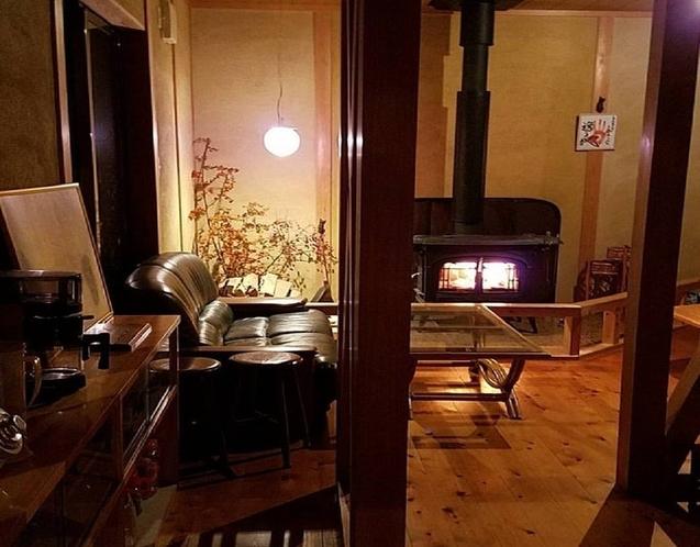 暖炉のある1階リビング