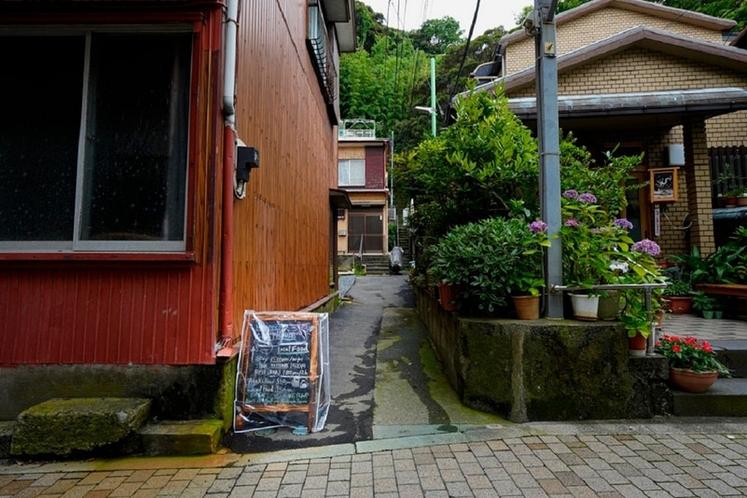 昭和の路地裏にあります