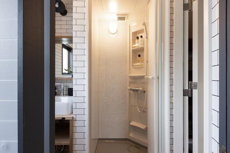 2階にもトイレとシャワー室があります