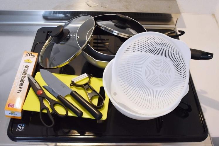 キッチン用具有り、簡単な自炊は可能。