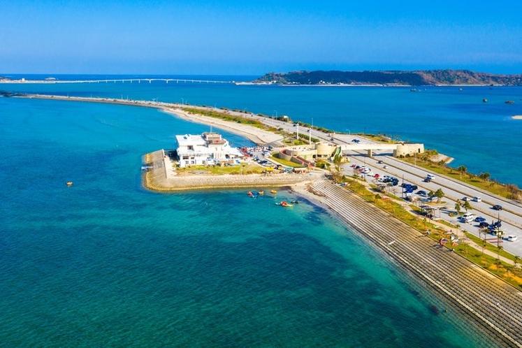 海中道路より車で離島できます。※平安座島、浜比嘉島(10分)、宮城島(15分)、伊計島(20分...