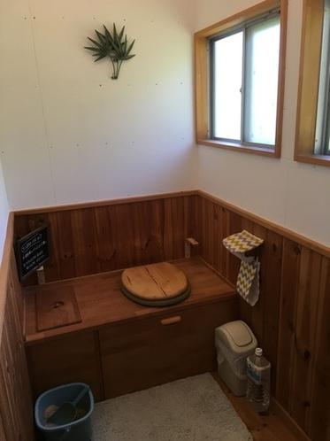 大専用のコンポストトイレです。