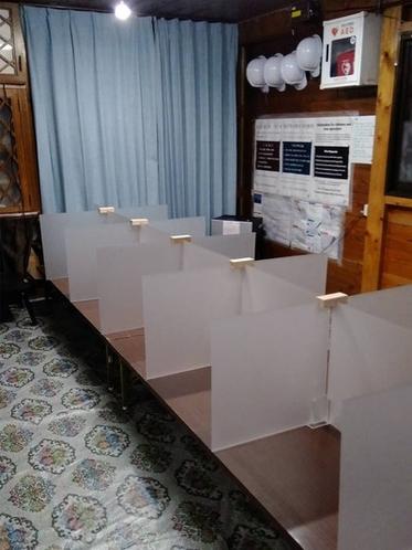白雲荘:食堂にはパーテーションを設置