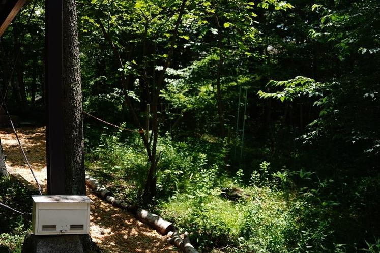 周囲は木々に囲まれ、周りの目を気にせずお楽しみいただけます