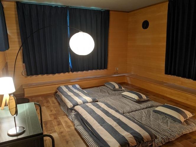 寝室は小さなお子様でも安心のお布団