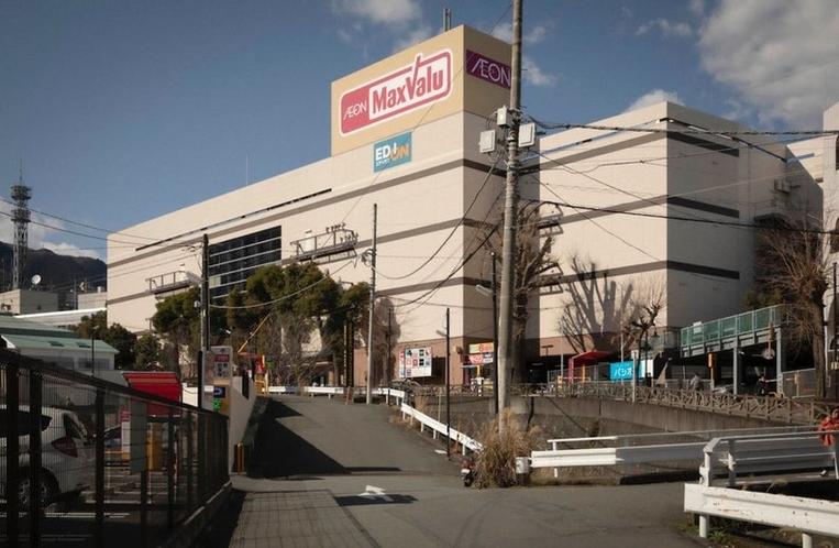 食材の調達では、車で程近い熱海最大のスーパーマーケット「Max Valu」で何でも揃います