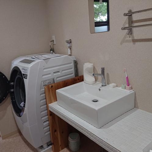 洗面所もゆったり、お洗濯も出来ますよ。