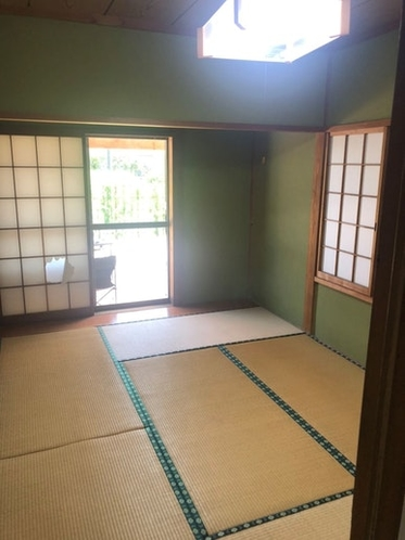 寝室3敷布団×4