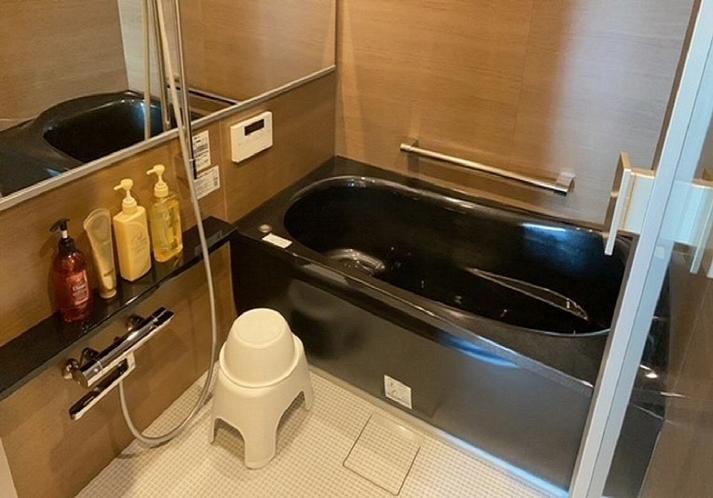 足を延ばしてリフレッシュできるい大きな浴槽