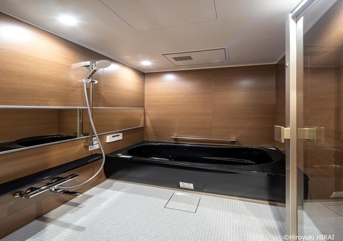 ゆったりとできるバスルームは足を延ばせます
